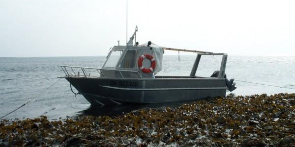 L'Helcyon I lors d'un ramassage d'algues (@SMEL)