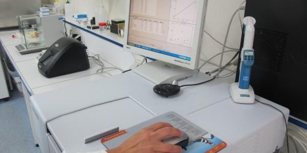 Spectrophotomètre (laboratoire de chimie)
