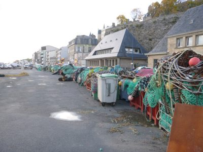 Dépot de chaluts usagés sur le port de Granville (@SMEL)