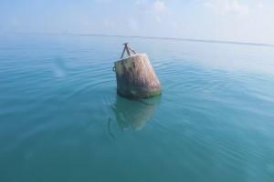 Balises de la réserve à crustacés de Pirou.